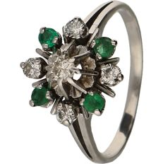 14 kt white gold ring set with emerald and brilliant cut diamonds of approx. 0.22 ct in total - ring size: 17.75 mm