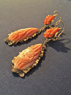 Handmade earrings in 14 kt gold and Japanese pink coral