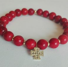 Medieval Malta Cross Solid Gold and Mediterranean Coral refined Bracelet