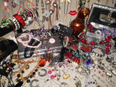 Large collection over 280 items of jewelry and other collectibles. All mixed metals and age. Also seen Sterling silver earrings 925,  Excellent condition. No reserve price!