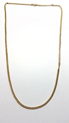 18 kt gold curb link chain.  Length: 60 cm