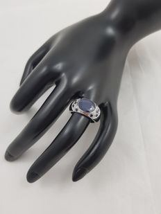 3.26 ct sapphire ring embellished with small diamonds and sapphires.