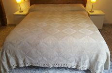 Bed quilt made by hand in crochet - 255 x 200 cm - without reservation