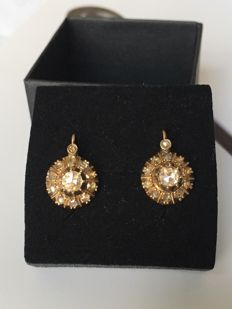 Old dangle earrings in 14 kt yellow gold set with rose diamond, cluster setting
