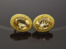 Earrings of 18 kt gold with 2 citrines totalling 19.6 ct. Filigree (artisanal)