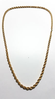 18 kt gold Solomonic-style cord chain.  Length: 60 cm