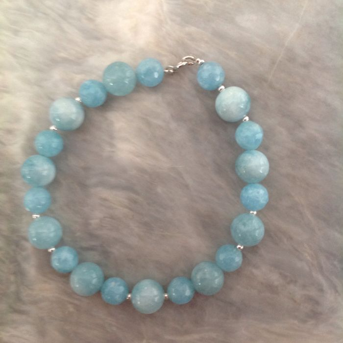 Bracelet made of faceted aquamarine and white gold, 18 kt, length 22 cm.