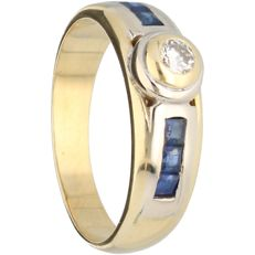 18 kt - Yellow gold ring set with a sapphire and 1 brilliant cut diamond of approx. 0.10 ct in total - Ring size: 17.75 mm