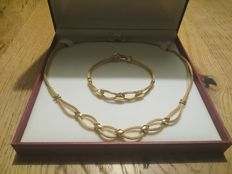 Set in 18 kt gold - necklace length: 45 cm, bracelet length: 20 cm