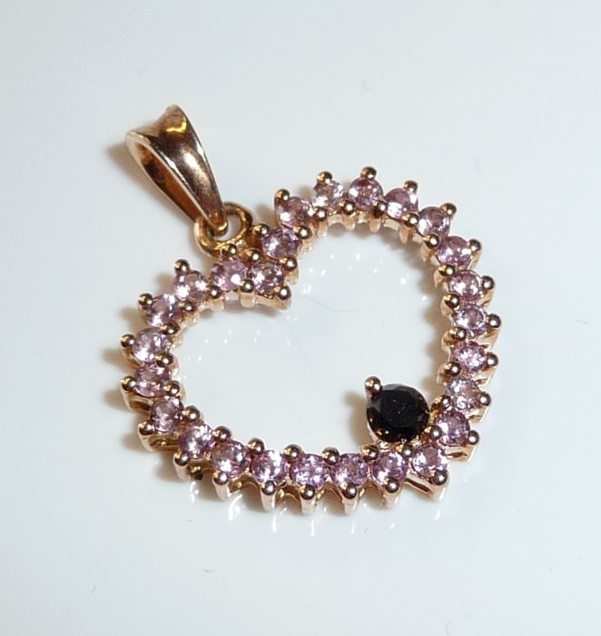 Heart pendant 14 kt / 585 rose gold with 0.80 ct morganite + 1 black diamond of 0.10 ct **no reserve price**