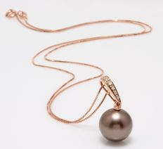 18K Rose Gold Necklace Featuring 0.04Ct SI-G Diamonds and a Lustrous Tahitian Pearl - Authenticity Certificate Included