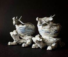 Pair of unique earthenware statues/bowls Each a dragon lying on a turtle Signed - Japan - 2nd half of the 20th century