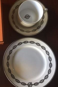 Hermès Chaine d'ancre - 1 cup and saucer and 1 breakfast plate