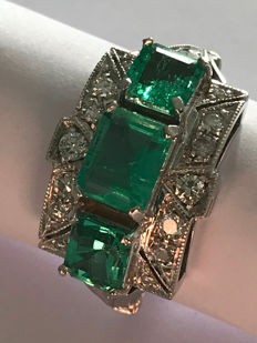 Ring in 18 kt white gold with three emeralds totalling 1.95 ct and 0.33 ct pavè of diamonds - Italian size 13+