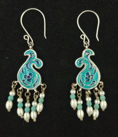Antique earrings in silver with coloured enamel and turquoises – Afghanistan, mid 20th century.