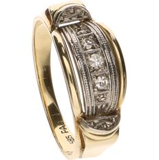 14 kt Yellow gold, vintage ring set with 5 diamonds, approx. 0.11 ct in total - Ring size: 18.25 mm