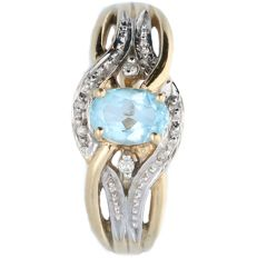 14 kt bi-colour ring set with topaz and 6 diamonds of 0.0005 ct.