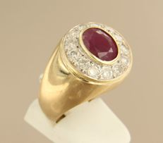 14 kt bi-colour gold ring set with ruby and 13 diamonds approx. 0.65 ct in total, ring size 21 (66)