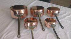 lot of 5 pans in copper hammered by hand in a traditional way and handle brass of French manufacture very good condition