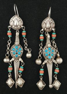 Antique earrings in silver with coral and turquoise - Afghanistan, mid 20th century