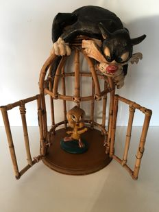 Warner Bros - Looney Tunes - Sylvester and Tweety in bamboo cage