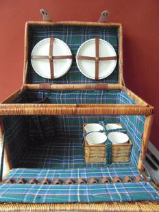 Picnic basket for a classic car