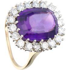 14 kt yellow-gold ring, set with amethyst and 18 brilliant-cut diamonds of approx. 1.08 ct in total in a white-gold setting