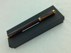 DuPont fountain pen in 18-karat gold lacquer de chine pen nib.