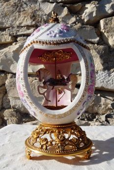 House of Fabergé - Carrousel Collector - Porcelain - Swarovski Rhinestones - 24k Gold plated finish - ( 18 cm / 400 g )