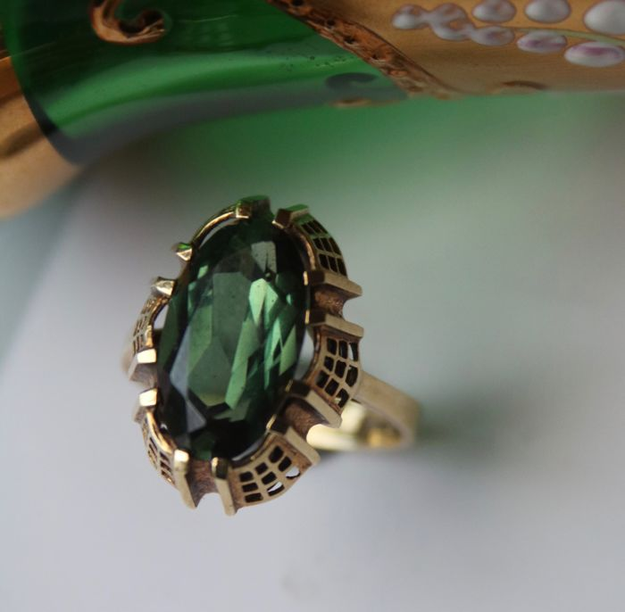 Yellow gold 585/14 kt  of a good quality ring with facetted natural Tourmaline 2.7Ct. in reach decorated ring frame.