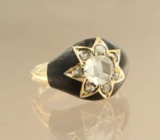 14 kt yellow gold ring set with 8 rose cut diamonds, approx. 1.10 ct in total, ring size 16.5 (52)