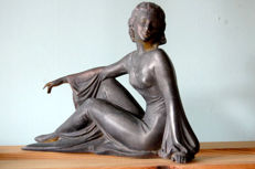 An elegant lady - Metal sculpture - France - 1950s