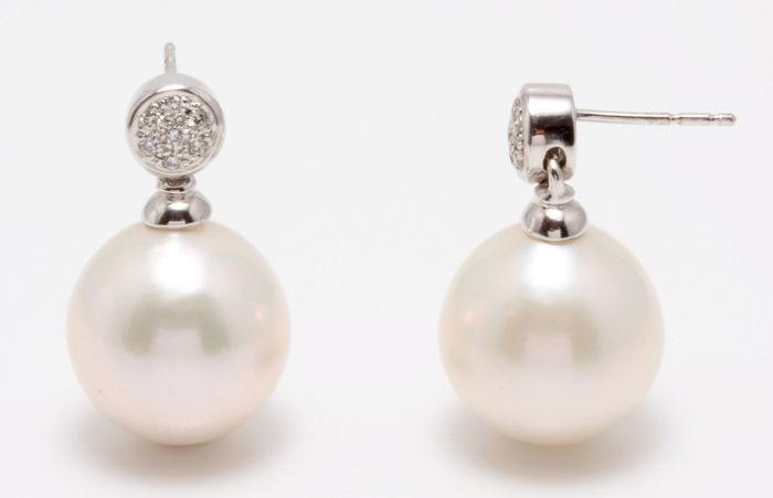 18K White Gold Earrings Featuring 0.11Ct SI-G Diamonds and Lustrous Freshwater Pearls - Authenticity Certificate Included
