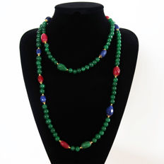 Long necklace, polished emeralds and sapphires, emeralds, faceted rubies - 14 kt gold clasp - 705 ct - 120.5 cm