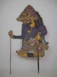 Wayang Kulit shadow puppet, leather figure - Indonesia, Java - circa 1910 (88 cm large)