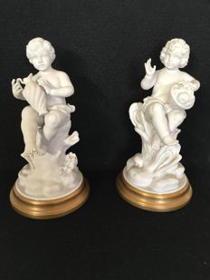 Pair of angels - Porcelain and gilt