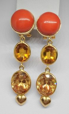 18 kt yellow gold earrings with salmon coral and citrine quartzes - length 5.6 cm
