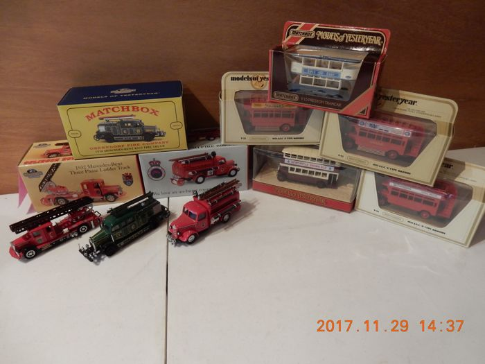 Matchbox-Models of Yesteryear -  Schaal 1/43 - Kavel met 8 modellen: 3 x special Fire Collection & 5 x Bussen en Trams