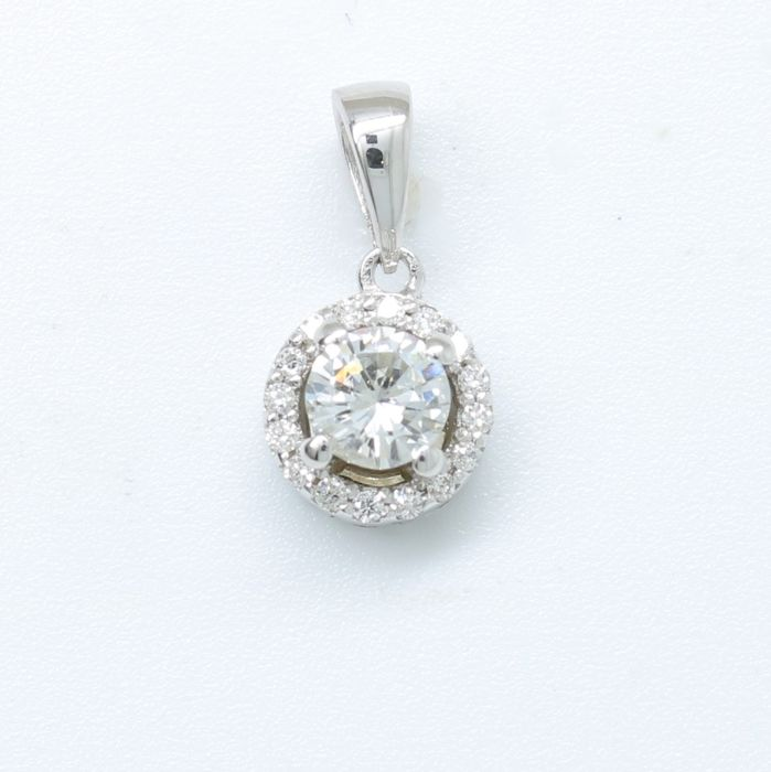 18 kt white gold pe ndant with 0.36 ct in brilliant cut F - G (fine white) diamonds - NO RESERVE