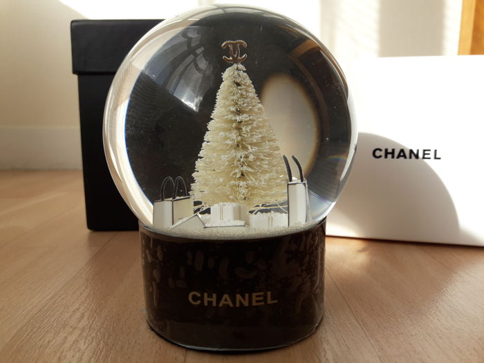 a35686088490 Chanel - Boule de neige - Catawiki