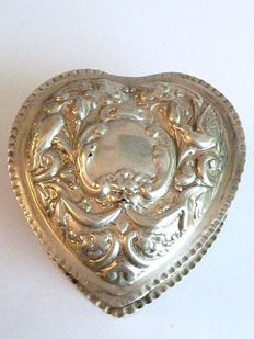 Antique, heart-shaped jewellery box or ring case from the Victorian era, made by silversmith William Comyns & Sons - London - 1894