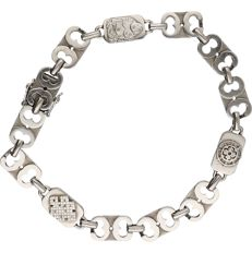 14 kt White gold Fantasy link bracelet with tooled connective pieces. - length x width: 18 x 0.7 cm