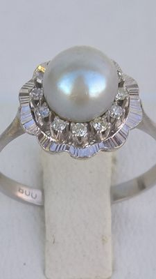 White Gold Ring 19.25 kt and 12 Diamonds and 1 Pearl of culture, 70's