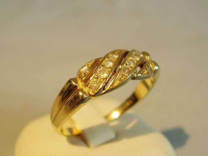 14 kt gold ring with 10 diamonds of 0.50 ct in total.