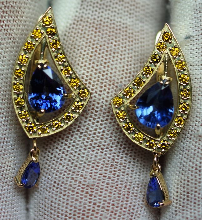 14kt Gold Luxury Earrings with Sapphire 2,97 ct .  Certificate .Total and 0,60ct Diamonds  ***NO RESERVE PRICE***