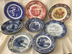 Maastricht earthenware by Society Ceramique Maastricht, Petrus Regout - A collection of 14 plates and wall plates