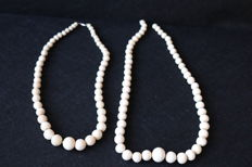 Two African ivory necklaces, both with round beads in sizes, ca. 1930-40