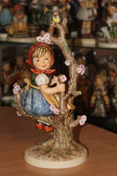 "Goebel Hummel - HUM 141 / V ""Spring - Apple Tree Girl""  Figurine TMK 6 (27 cm)"