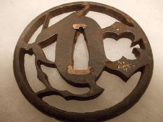 Sukashi-type tsuba - Japan - 18/19th century (Edo era).