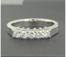 14 kt white gold ring with five brilliant cut diamonds, set in a rows, approx. 0.50 carat in total, ring size 17 (53) *** NO RESERVE PRICE ***